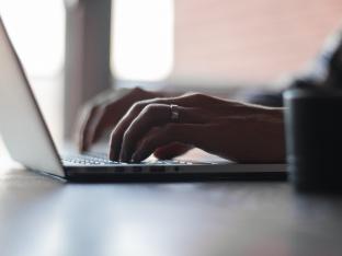 Einen neuen Job online finden mit Spezial Jobboersen und Arbeitgeber Bewertungsplattformen
